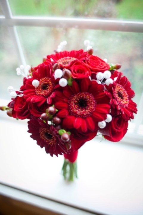 unique-and-beautiful-winter-wedding-bouquets-youll-love-51