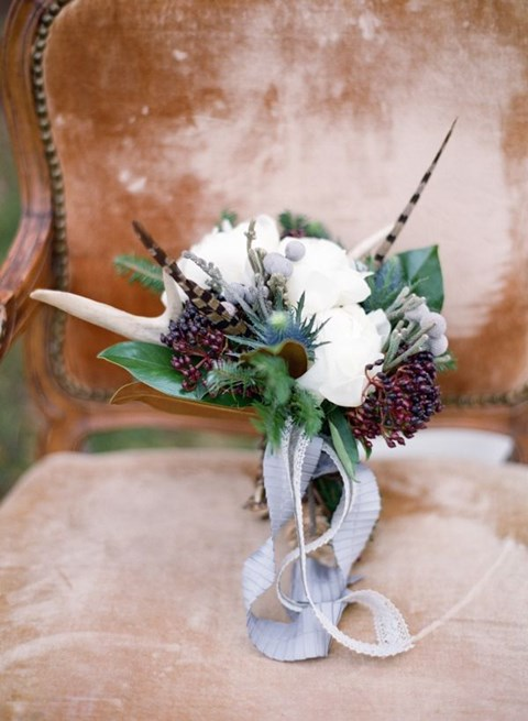 unique-and-beautiful-winter-wedding-bouquets-youll-love-54