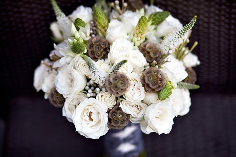 unique-and-beautiful-winter-wedding-bouquets-youll-love-56