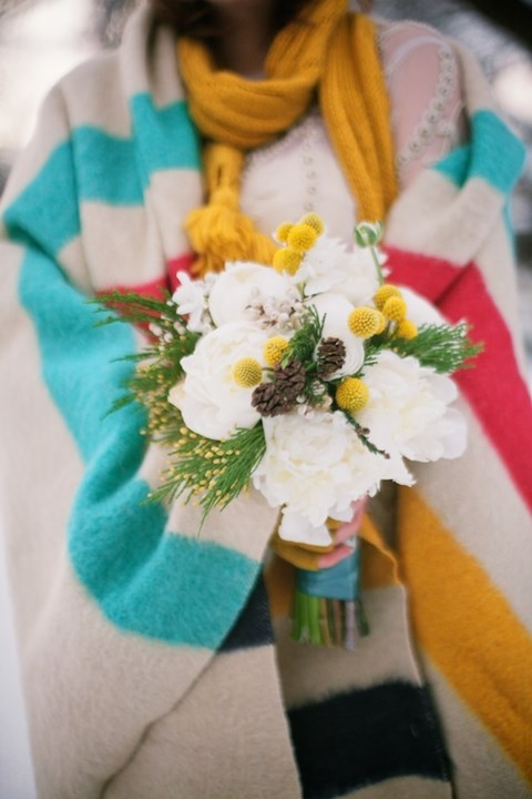 unique-and-beautiful-winter-wedding-bouquets-youll-love-57