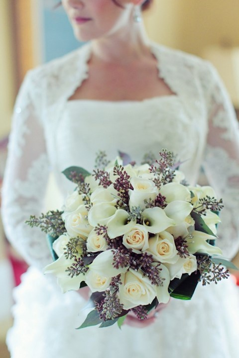 unique-and-beautiful-winter-wedding-bouquets-youll-love-59