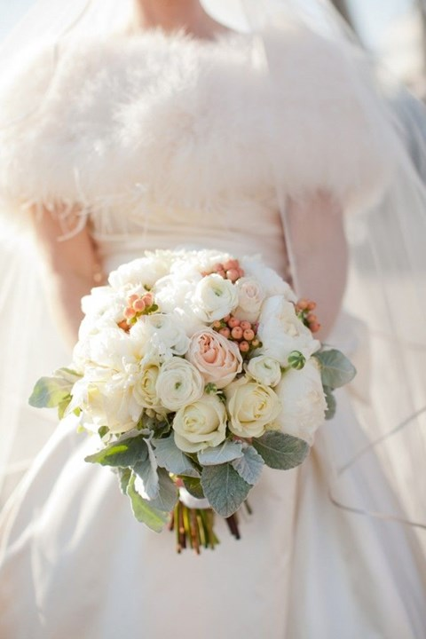 unique-and-beautiful-winter-wedding-bouquets-youll-love-63