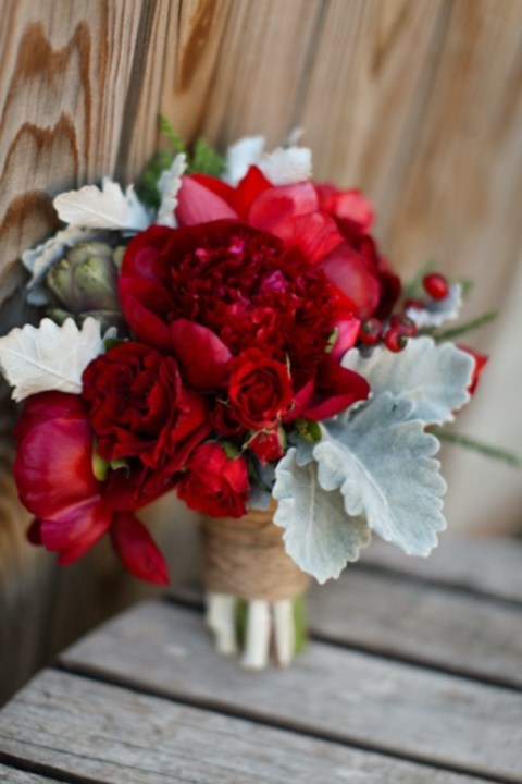 unique-and-beautiful-winter-wedding-bouquets-youll-love-64