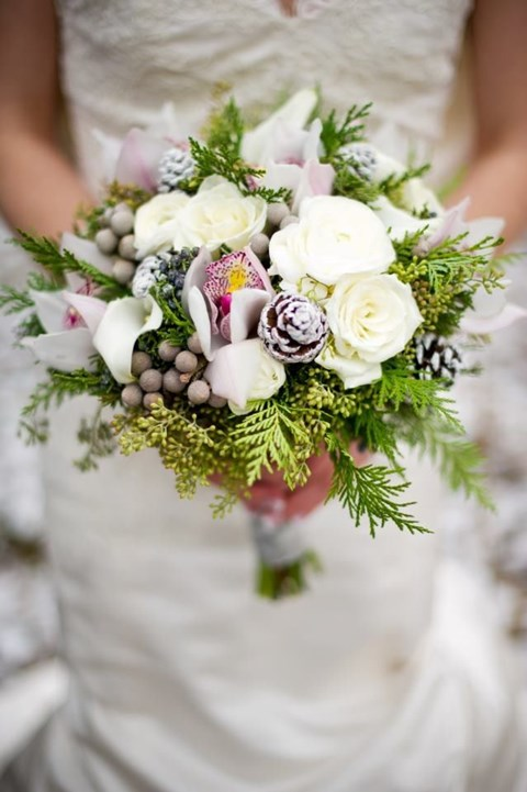 unique-and-beautiful-winter-wedding-bouquets-youll-love-66