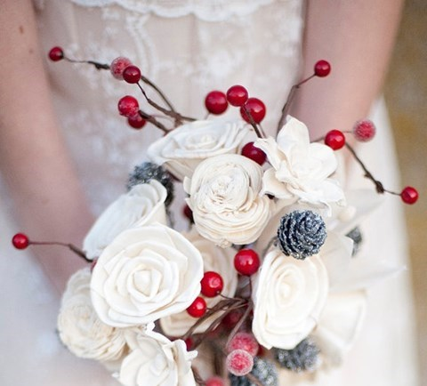 unique-and-beautiful-winter-wedding-bouquets-youll-love-67