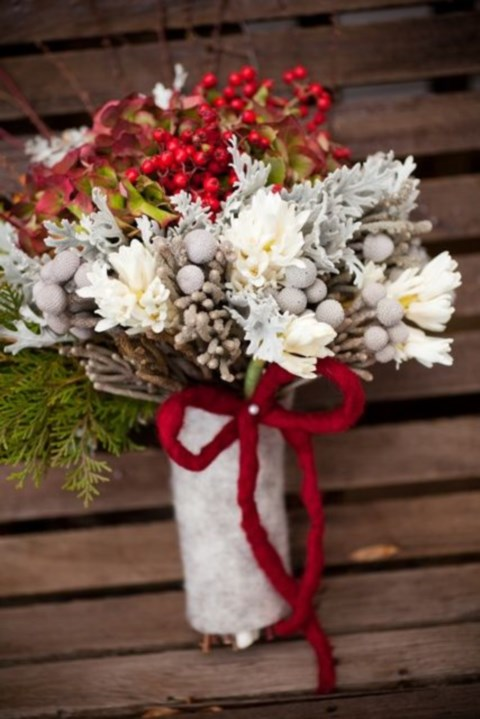 unique-and-beautiful-winter-wedding-bouquets-youll-love-68