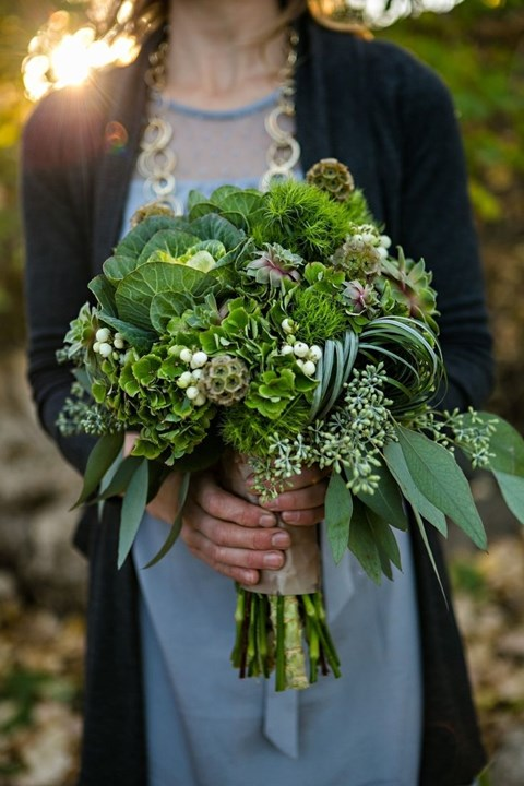 unique-and-beautiful-winter-wedding-bouquets-youll-love-7