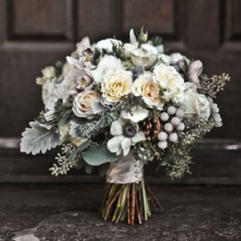unique-and-beautiful-winter-wedding-bouquets-youll-love-71