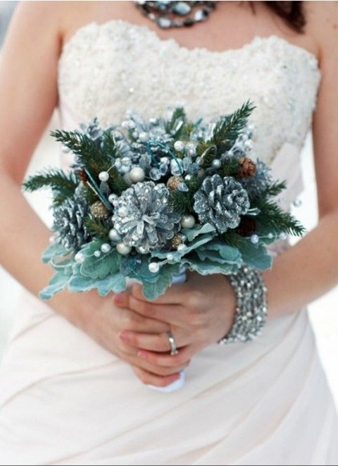 unique-and-beautiful-winter-wedding-bouquets-youll-love-74