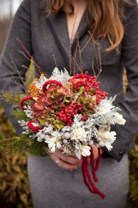 unique-and-beautiful-winter-wedding-bouquets-youll-love-75