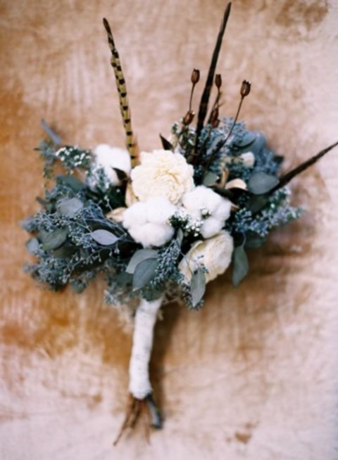 unique-and-beautiful-winter-wedding-bouquets-youll-love-81