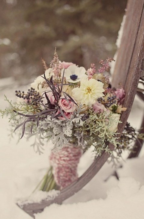 unique-and-beautiful-winter-wedding-bouquets-youll-love-82