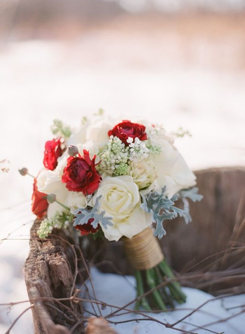 unique-and-beautiful-winter-wedding-bouquets-youll-love-83