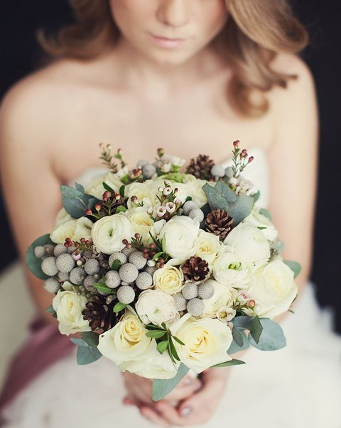 unique-and-beautiful-winter-wedding-bouquets-youll-love-84