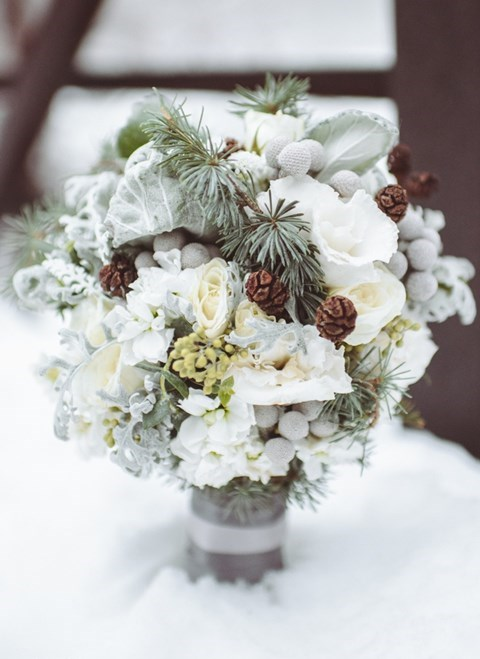 unique-and-beautiful-winter-wedding-bouquets-youll-love-88