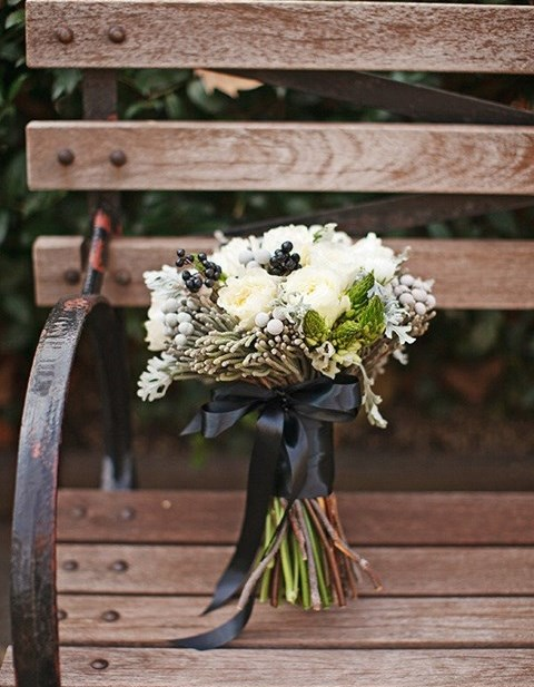 unique-and-beautiful-winter-wedding-bouquets-youll-love-89