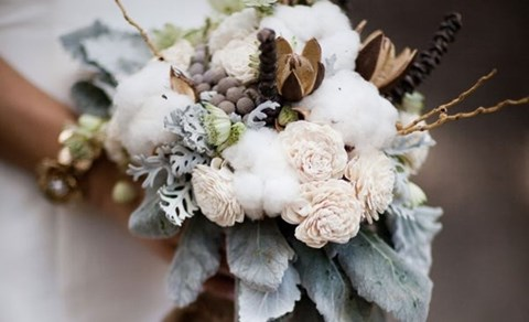 unique-and-beautiful-winter-wedding-bouquets-youll-love-90