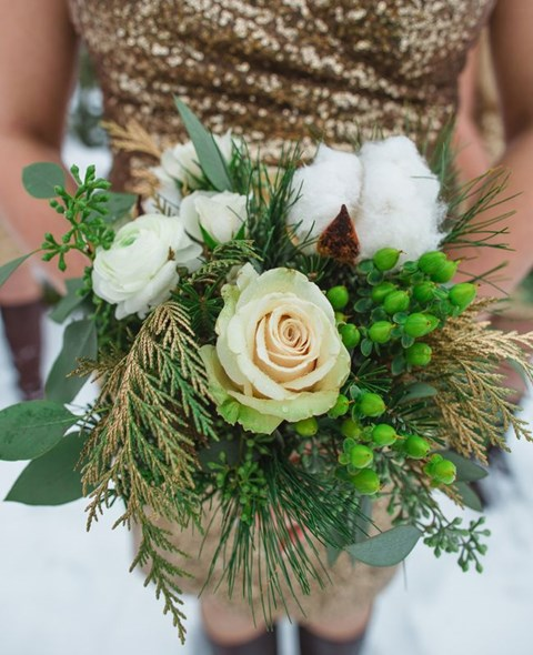 unique-and-beautiful-winter-wedding-bouquets-youll-love-92