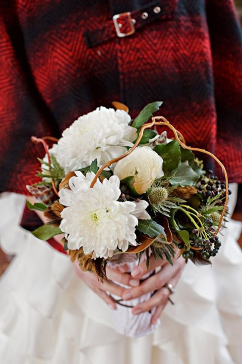 unique-and-beautiful-winter-wedding-bouquets-youll-love-94