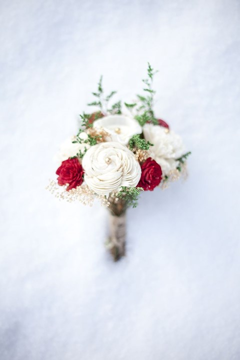 unique-and-beautiful-winter-wedding-bouquets-youll-love-97