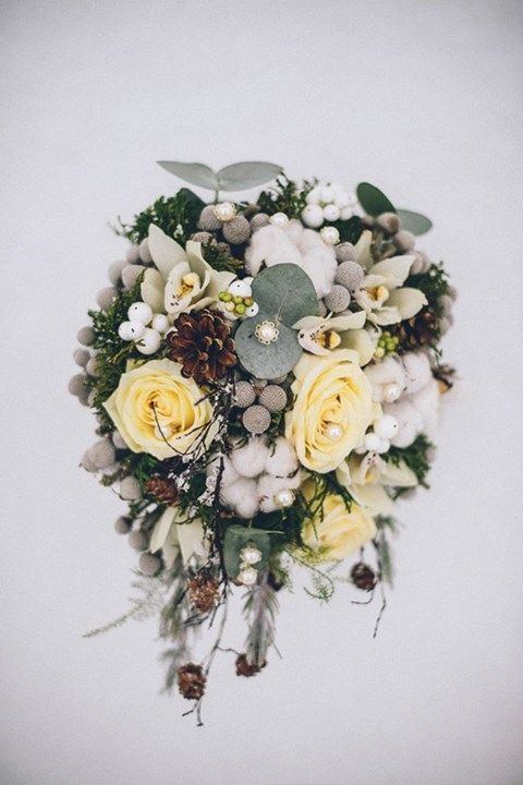 unique-and-beautiful-winter-wedding-bouquets-youll-love-99