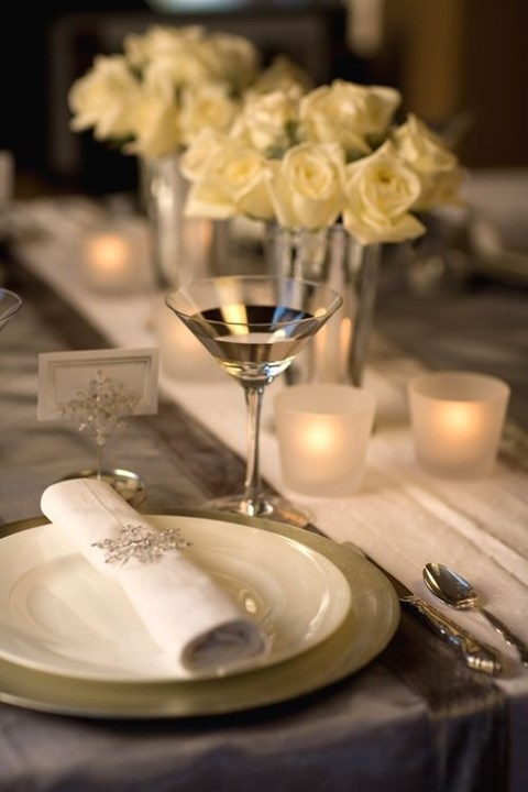 beautiful-winter-table-settings-10