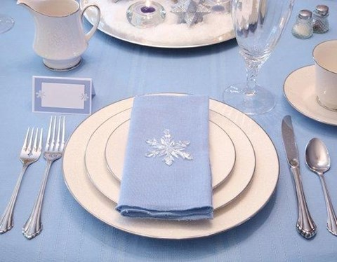 beautiful-winter-table-settings-39