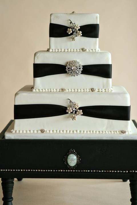 black_and_white_cake_25