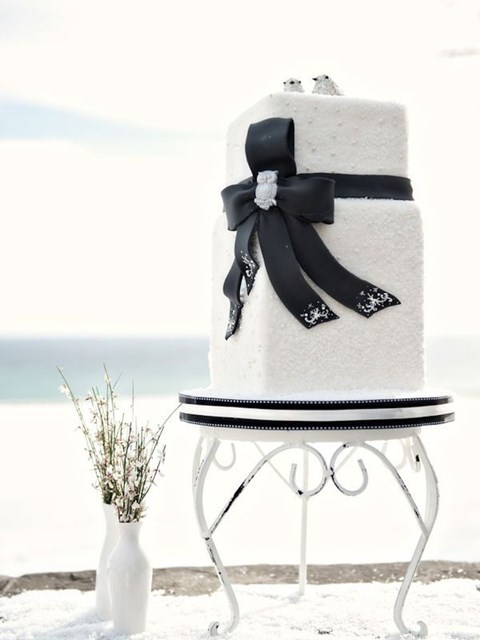 black_and_white_cake_59