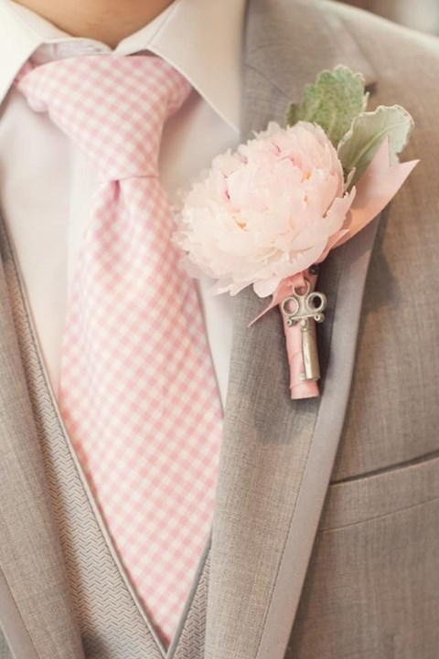 gray suit with pink tied, eventsojudith