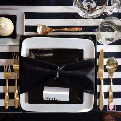 elegant-black-and-white-table-settings-12