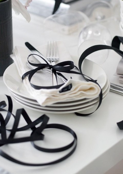 elegant-black-and-white-table-settings-15