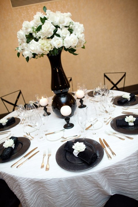 elegant-black-and-white-table-settings-27