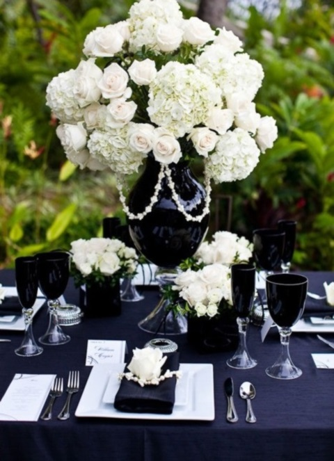 elegant-black-and-white-table-settings-3