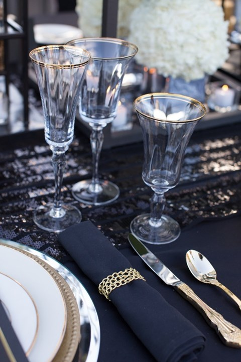by Mia : black and silver table settings - pezcame.com