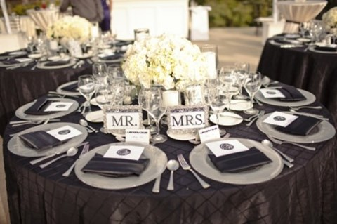 by Mia : black and white wedding table setting - pezcame.com