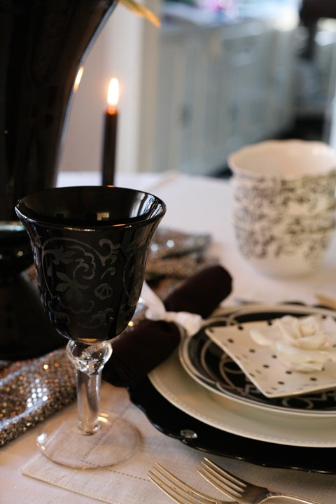 elegant-black-and-white-table-settings-48