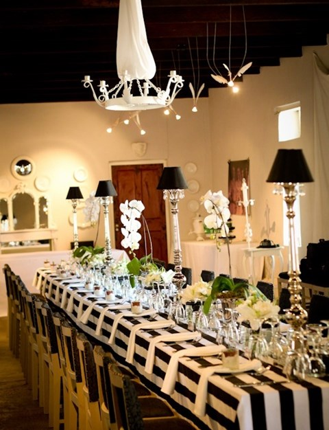 elegant-black-and-white-table-settings-5