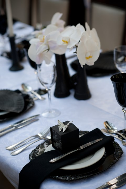 elegant-black-and-white-table-settings-51
