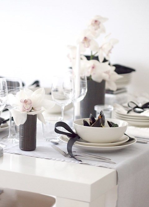 elegant-black-and-white-table-settings-56