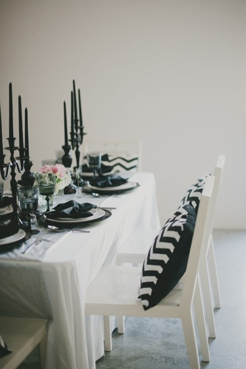 elegant-black-and-white-table-settings-7