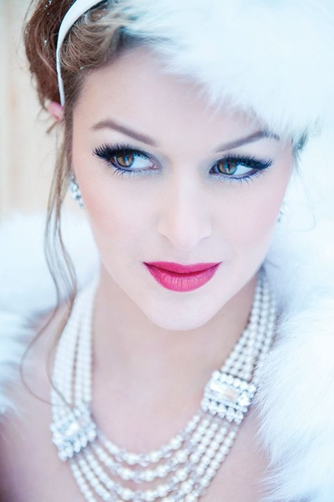gorgeous-winter-bridal-makeup-examples-14