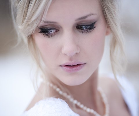 gorgeous-winter-bridal-makeup-examples-39