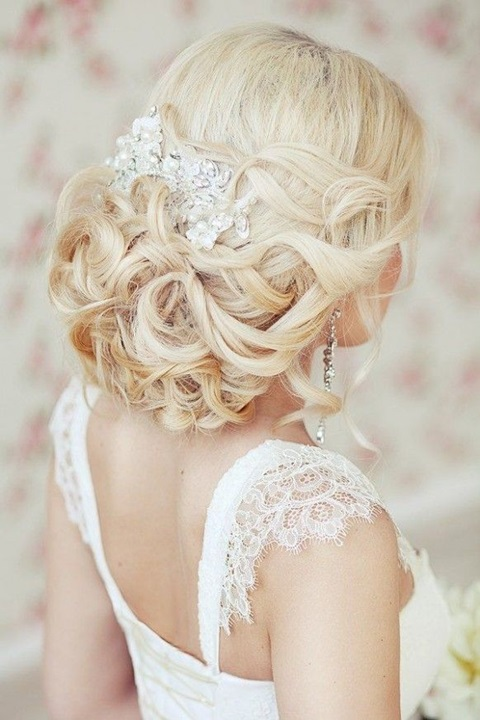 30 Beautiful Vintage Wedding Updos