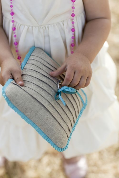 21 beautiful diy ring pillows to make for Diy ring bearer