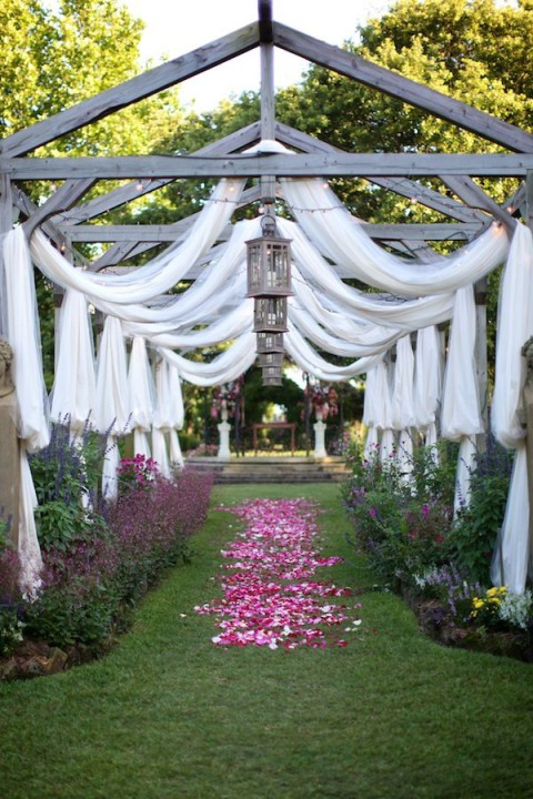 outdoor_wedding_aisle_44