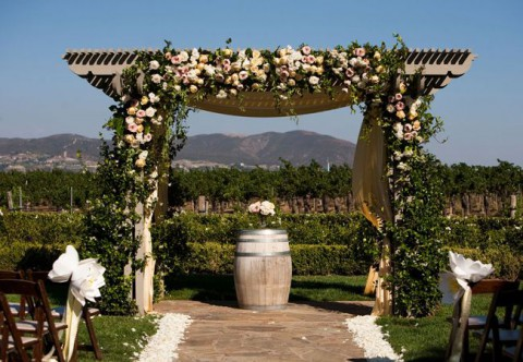 outdoor_wedding_arch_03