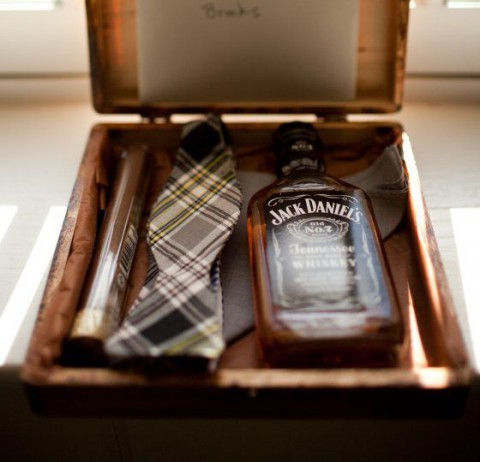 Wedding Gift Ideas For Young Groomsmen : 30 Cool And Creative Groomsmen Gifts HappyWedd.com