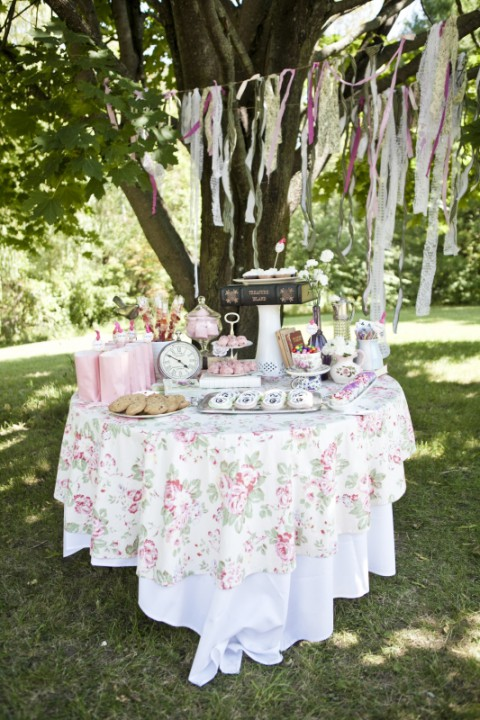 36 awesome outdoor bridal shower ideas for How to decorate for a bridal shower at home