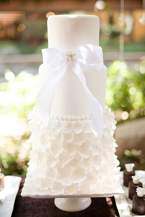 37 Exquisite All-White Wedding Cakes
